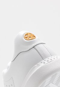 Tory Burch - VALLEY FORGE  - Sneaker low - titanium white - 2