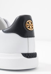 Tory Burch - VALLEY FORGE  - Sneakers laag - titanium white/tory navy - 2