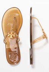 Tory Burch - MINI MILLER FLAT THONG - Sandály s odděleným palcem - brown - 3