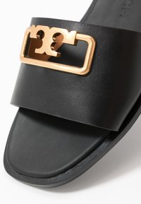 Tory Burch - SELBY SLIDE - Klapki - perfect black - 5