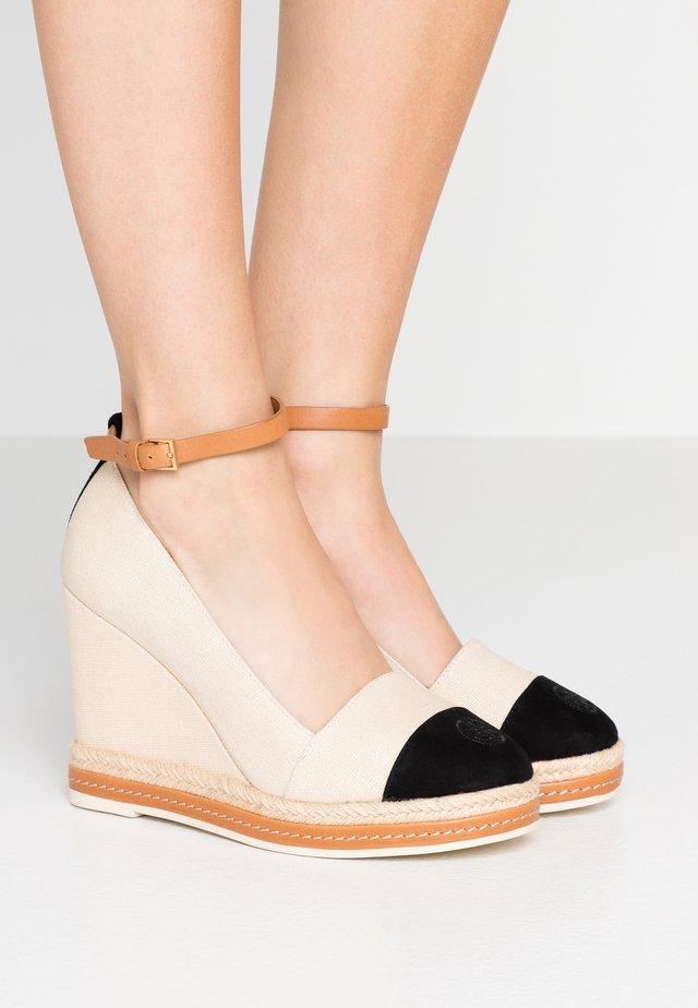 COLOR BLOCK ANKLE STRAP WEDGE - High Heel Pumps - cream/perfect black/desert camel