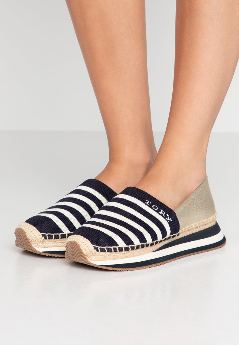 Tory Burch - DAISY TRAINER - Espadrilles - midnight/new ivory/sparkling gold