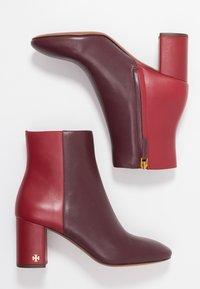 Tory Burch - BROOKE - Korte laarzen - new claret/dark redstone - 1