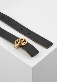 Tory Burch - REVERSIBLE LOGO BELT - Belt - black/gold-coloured - 2