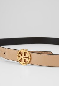 Tory Burch - TWISTED LOGO BELT - Vyö - black - 4