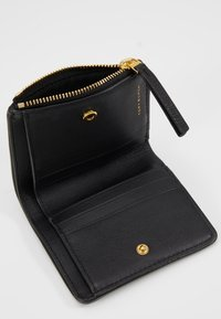 Tory Burch - KIRA MIXED MINI WALLET - Portfel - black - 6