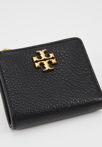 Tory Burch - KIRA MIXED MINI WALLET - Portfel - black - 2