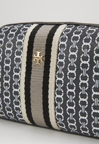 Tory Burch - GEMINI LINK SMALL COSMETIC CASE - Wash bag - black - 2