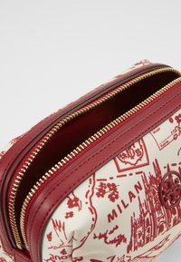 Tory Burch - PERRY PRINTED SMALL COSMETIC CASE - Trousse - red - 4
