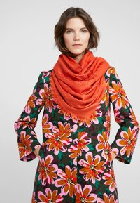 Tory Burch - LOGO TRAVELER SCARF - Pañuelo - canyon orange - 0
