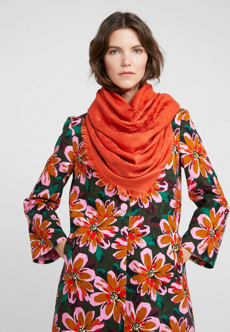 Tory Burch - LOGO TRAVELER SCARF - Pañuelo - canyon orange