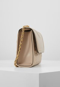 Tory Burch - FLEMING SMALL CONVERTIBLE SHOULDER BAG - Borsa a tracolla - light taupe - 3