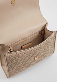 Tory Burch - FLEMING SMALL CONVERTIBLE SHOULDER BAG - Across body bag - light taupe - 4