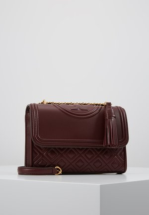 FLEMING SMALL CONVERTIBLE SHOULDER BAG - Taška s příčným popruhem - claret