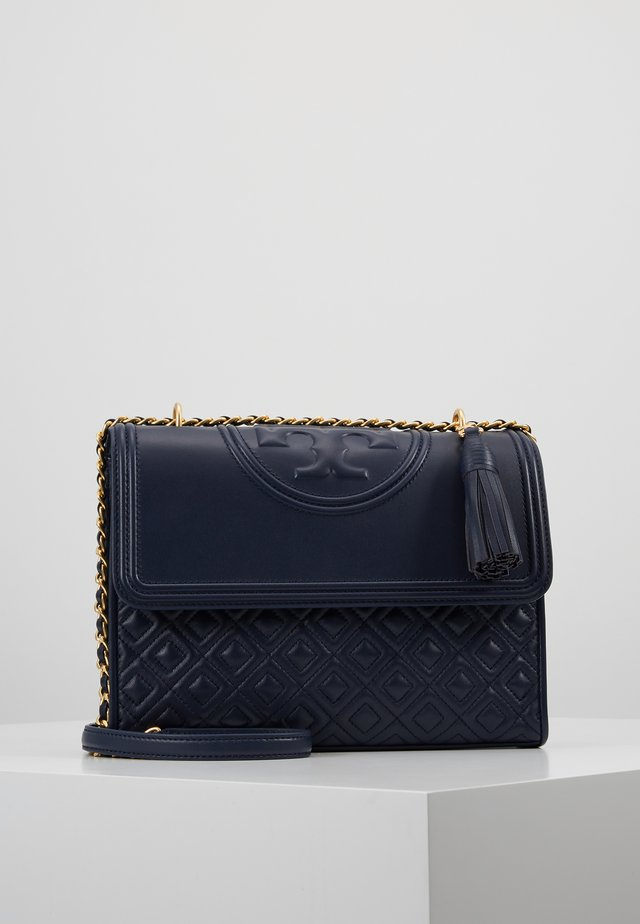 FLEMING CONVERTIBLE SHOULDER BAG - Håndtasker - royal navy