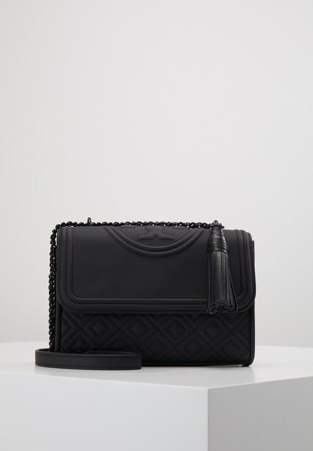 FLEMING MATTE SMALL CONVERTIBLE SHOULDER BAG - Taška spříčným popruhem - black