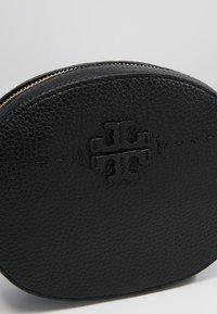 Tory Burch - MCGRAW CONVERTIBLE BELT BAG - Rumpetaske - black - 8