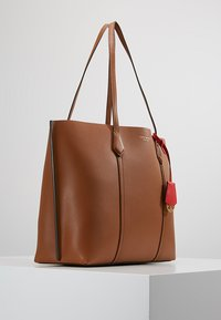 Tory Burch - PERRY TRIPLE COMPARTMENT TOTE - Bolso de mano - light umber - 3