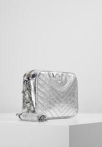 Tory Burch - FLEMING DISTRESSED METALLIC CAMERA BAG - Across body bag - silver - 3
