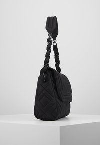 Tory Burch - FLEMING QUILTED SMALL FLAP SHOULDER BAG - Bolso de mano - black - 3