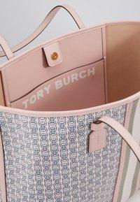 Tory Burch - GEMINI LINK TOTE - Velká kabelka - coastal pink - 4