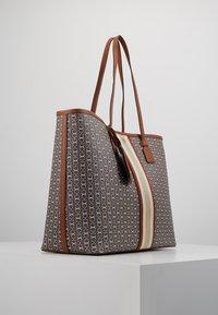 Tory Burch - GEMINI LINK TOTE - Shopping bag - light umber gemini link - 3