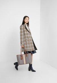 Tory Burch - GEMINI LINK TOTE - Shopping bag - light umber gemini link - 1