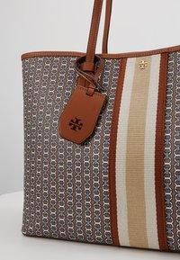Tory Burch - GEMINI LINK TOTE - Shopping bag - light umber gemini link - 6