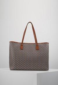 Tory Burch - GEMINI LINK TOTE - Shopping bag - light umber gemini link - 2