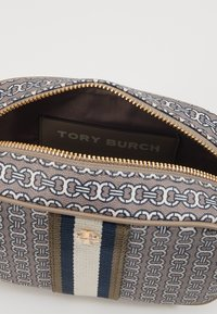 Tory Burch - GEMINI LINK MINI BAG - Across body bag - gray heron link - 5
