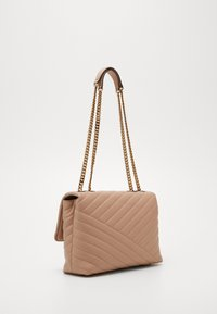 Tory Burch - KIRA CHEVRON CONVERTIBLE SHOULDER BAG - Handtas - devon sand - 2