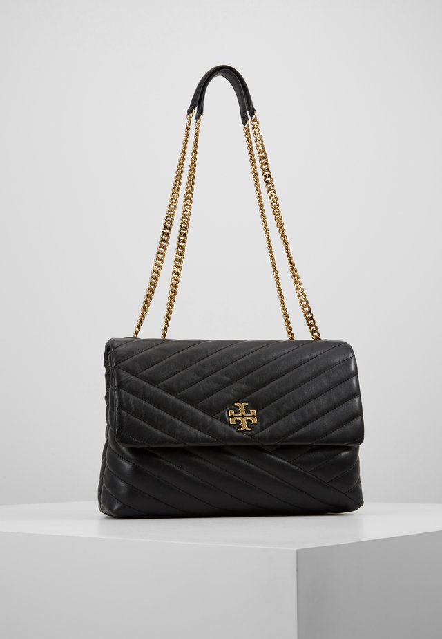 KIRA CHEVRON CONVERTIBLE SHOULDER BAG - Håndtasker - black/gold