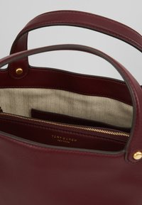 Tory Burch - MILLER BUCKET BAG - Bolso de mano - port