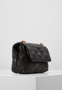 Tory Burch - FLEMING SOFT SMALL CONVERTIBLE SHOULDER BAG - Taška spříčným popruhem - black - 3