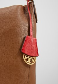Tory Burch - PERRY - Käsilaukku - moose - 6