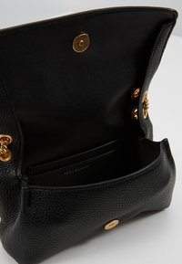 Tory Burch - CHELSEA EVENING BAG - Umhängetasche - black - 4