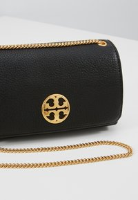 Tory Burch - CHELSEA EVENING BAG - Umhängetasche - black - 6