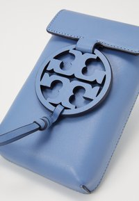 Tory Burch - MILLER PHONE CROSSBODY - Torba na ramię - bluewood - 6