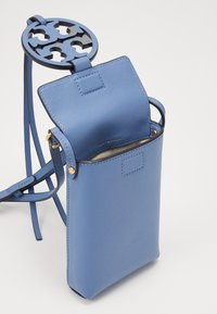Tory Burch - MILLER PHONE CROSSBODY - Torba na ramię - bluewood - 2