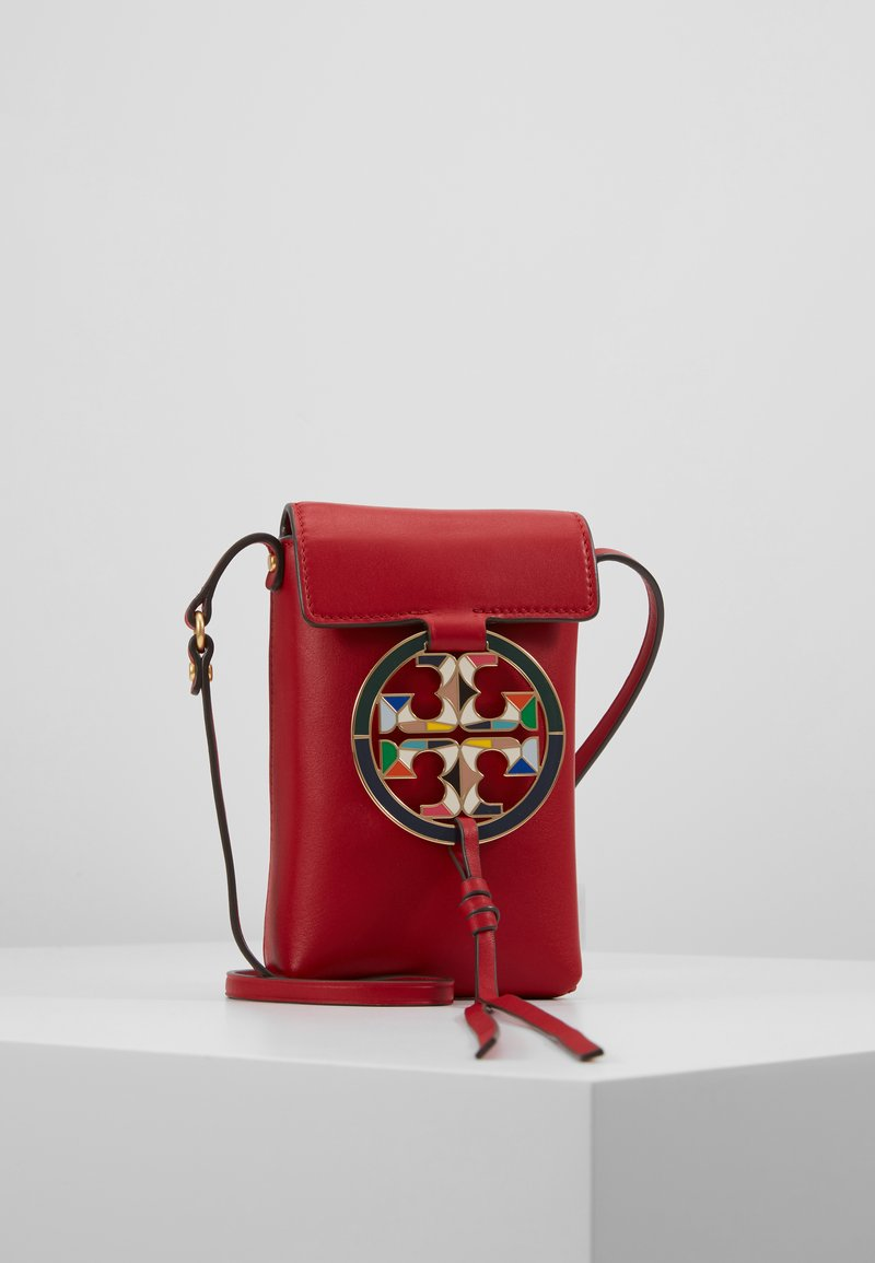 Tory Burch - MILLER PHONE CROSSBODY  - Taška s příčným popruhem - red apple