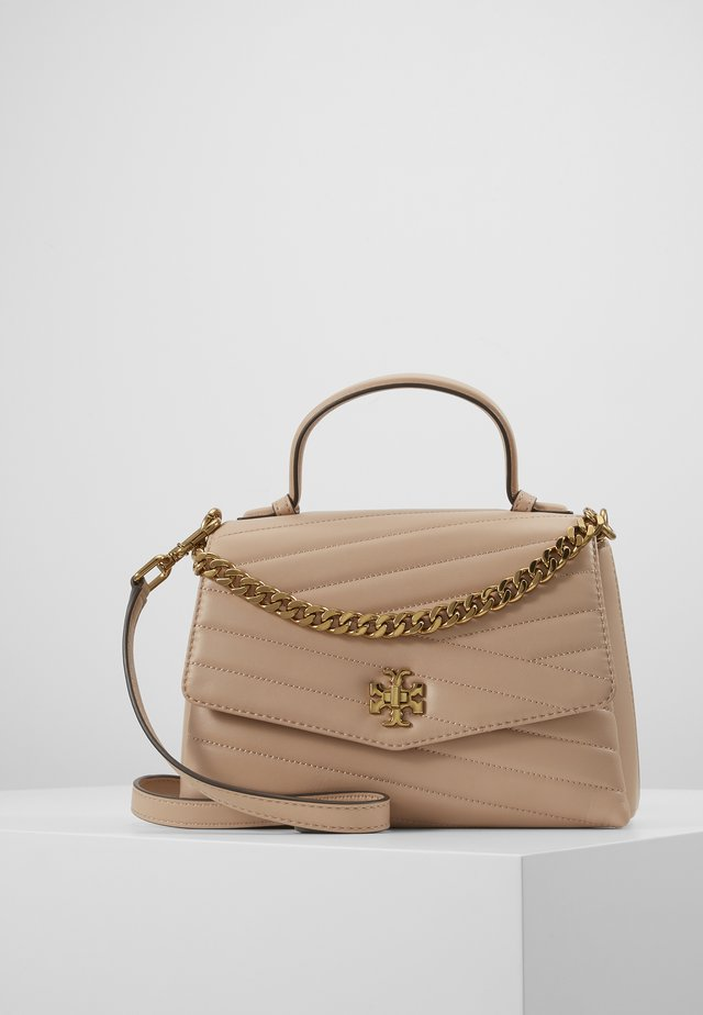 KIRA CHEVRON TOP HANDLE SATCHEL - Handtasche - devon sand