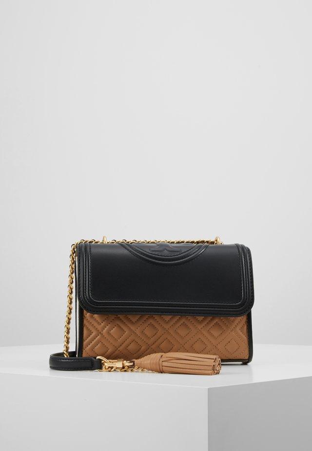 FLEMING COLORBLOCK SMALL SHOULDER BAG - Olkalaukku - new ivory/black