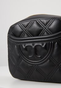 Tory Burch - FLEMING SOFT CAMERA BAG - Borsa a tracolla - black
