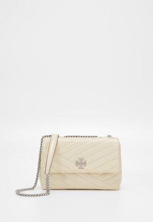 KIRA SMALL CONVERTIBLE SHOULDER BAG - Handbag - new cream