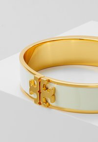 Tory Burch - RAISED LOGO THIN HINGED BRACELET - Armband - ivory/gold-coloured - 4