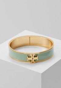 Tory Burch - RAISED LOGO THIN HINGED BRACELET - Armband - spring mint/gold-coloured - 0