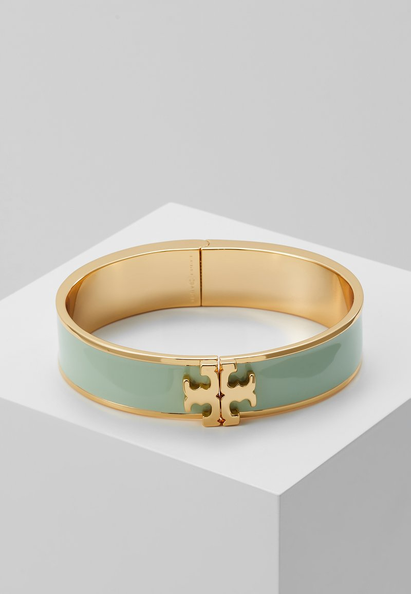 Tory Burch - RAISED LOGO THIN HINGED BRACELET - Armbånd - spring mint/gold-coloured