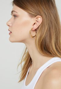 Tory Burch - SERIF HOOP EARRING - Korvakorut - gold-coloured - 1