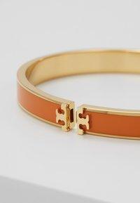 Tory Burch - KIRA HINGED BRACELET - Armband - gold-coloured/orange - 4