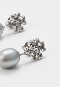 Tory Burch - KIRA PAVE PEARL DROP EARRING - Náušnice - tory silver-coloured - 4